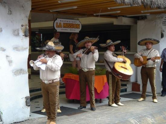 San Miguel : Mariachi in Cozumel shopping market