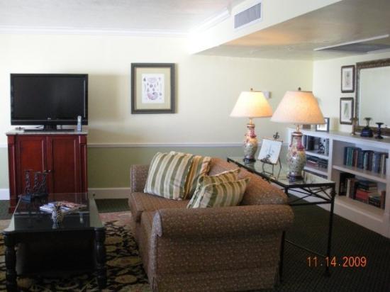 Napoli, FL: Living room