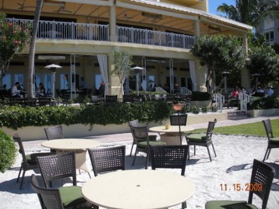 Napoli, FL: view of outdoor restaurant