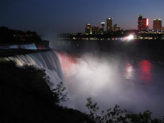 Niagara Falls, NY: Nite shot of the falls