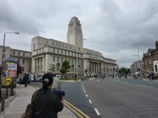 Parkinson building! the main gate to the university of Leeds. WELCOME TO MY UNIVERSITY!!