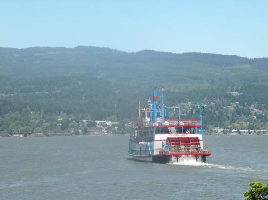 The Columbia River Sternwheeler pulling away from the dock ...