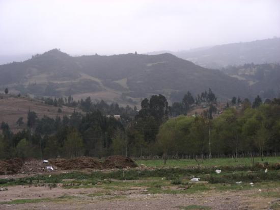 Villa de Leyva, Colombia: Llegando a Bogotá, más cordillera