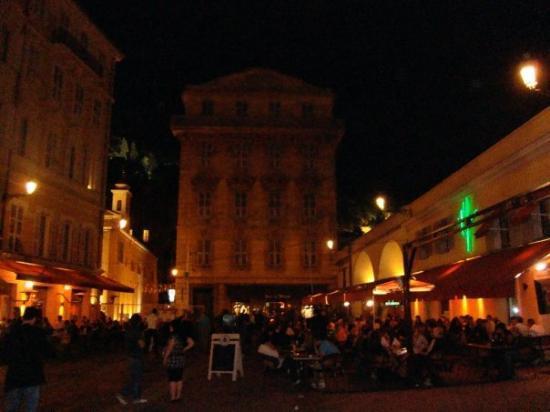 Old Town (Vieille Ville): old town Nice, de noche