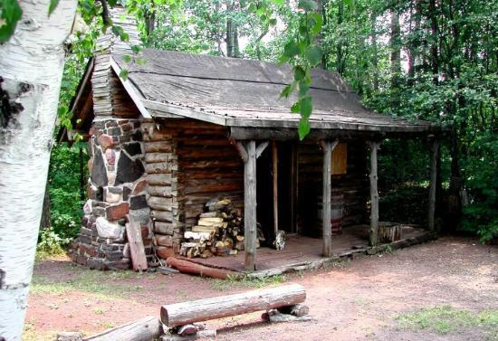 Minnesota Discovery Center: Chisholm Cabin in the Woods