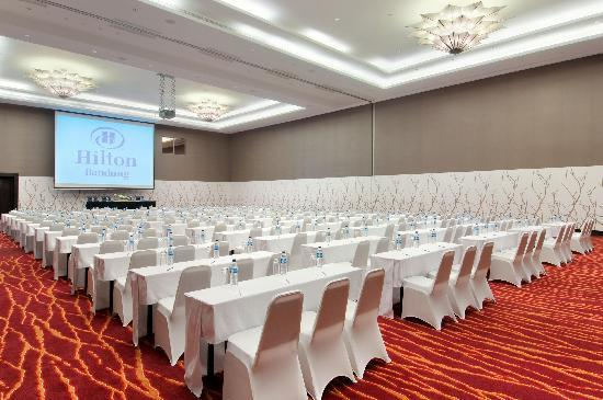 Hilton Bandung: Bandung's largest ballroom at 1043 square meter with high ceiling, natural daylight and spacious