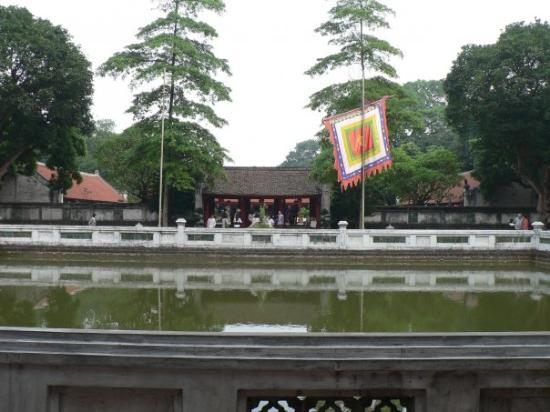 Litteraturtempelet og nasjonalt universitet: Well of Heavenly Clarity, Temple of Literature - Hanoi