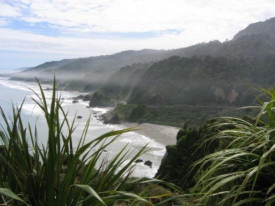 Punakaiki, New Zealand: Another misty shot looking north from the Coast Road. Wild rugged county with dangerous rips at