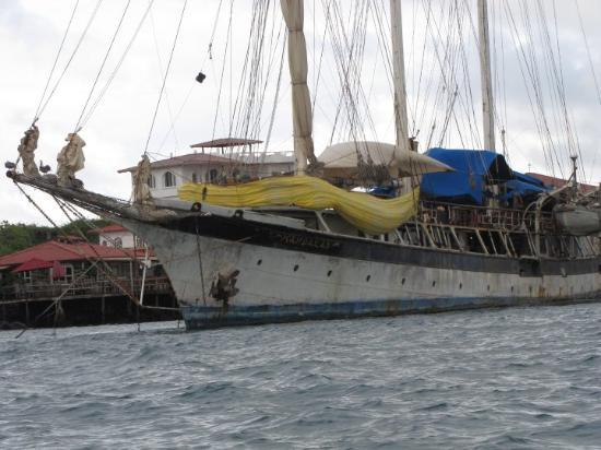 Puerto Ayora, Ecuador: in 2009 galapgos lost 5 yachts at sea... i wonder why?
