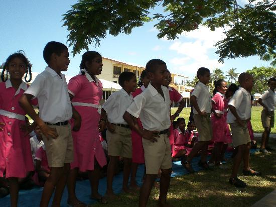 Shangri-La's Fijian Resort & Spa: The gorgeous school kids singing a song.