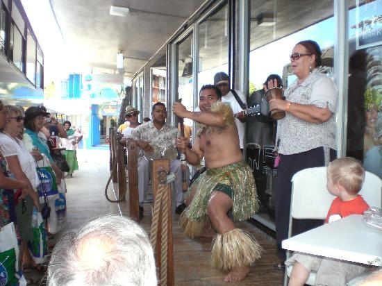 Shangri-La's Fijian Resort & Spa: Entertainment in the town.