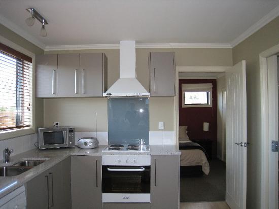 Copperwood Apartment & Studio : The Kitchen