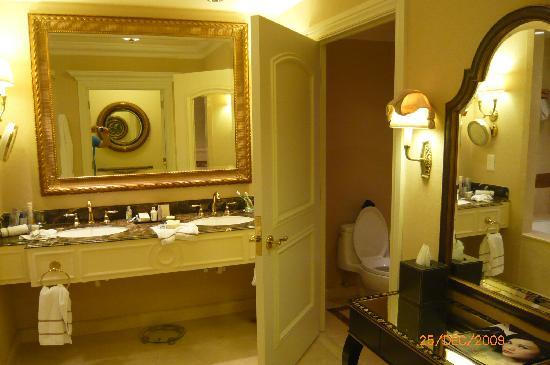 The Venetian Macao Resort Hotel: wash basin