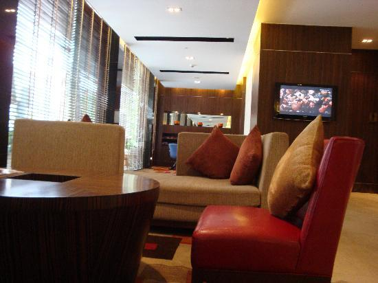 Legacy Suites Sukhumvit by Compass Hospitality: The waiting area