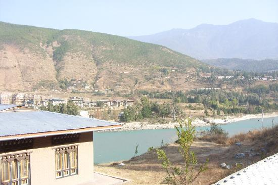 Punatsangchhu Cottages: View from Hotel