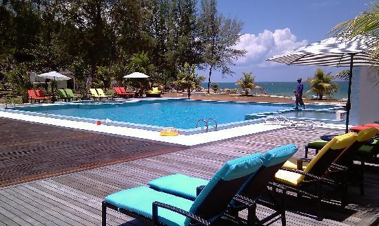 Sari Pacifica Hotel, Resort & Spa Sibu Island: The Pool