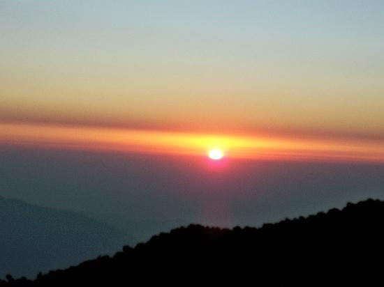 Hotel Anand Palace: Sunrise (View from Tiger Hill)
