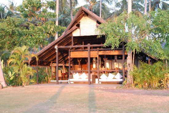 Koyao Island Resort: The dining area at dawn
