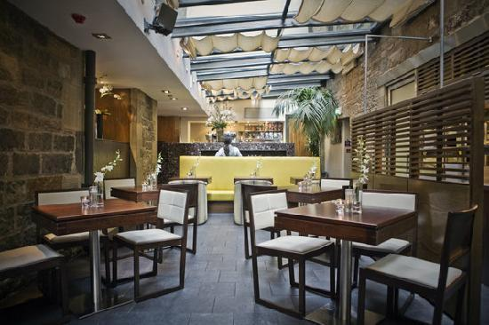 Rabble Taphouse & Grill: courtyard