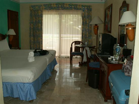 Luxury Bahia Principe Akumal: Chambre vue de l'entrée