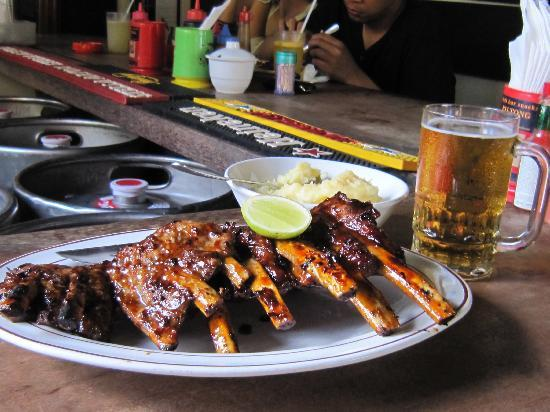 Naughty Nuri's Warung and Grill: The Ribs