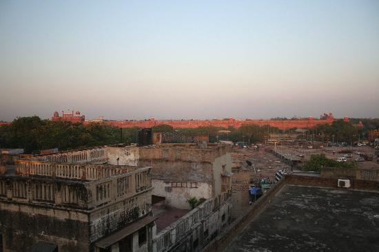 Hotel Tara Palace Chandni Chowk: Rooftop view of Red Fort