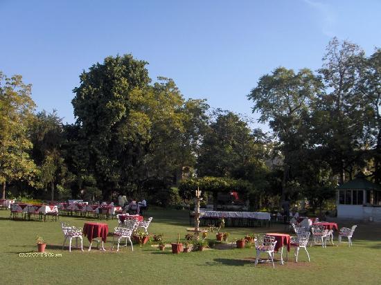 Hari Mahal Palace: The Breakfast Lawn