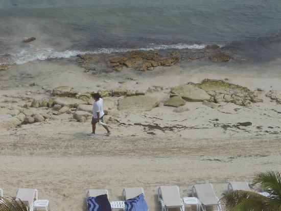 Azul Beach Resort & TUI Sensatori Resort Riviera Cancun: Beach from top floor of building 3- judge for yourself