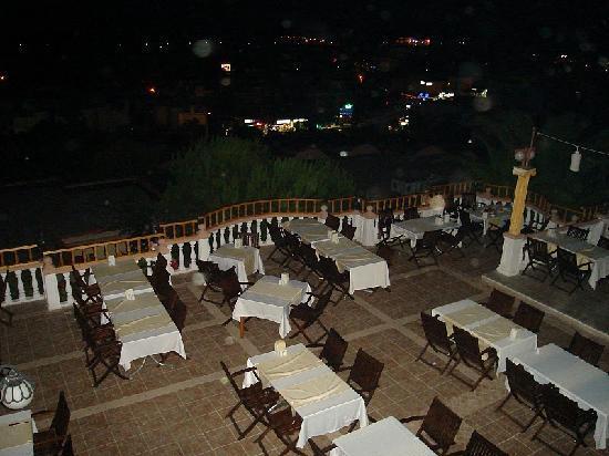 Palm Garden Hotel: Restaurant