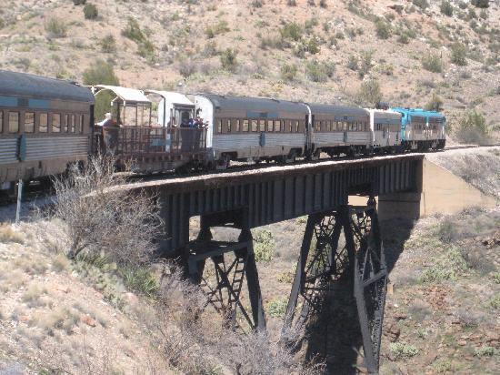 Verde Canyon Railroad: VVR crossing a bridge