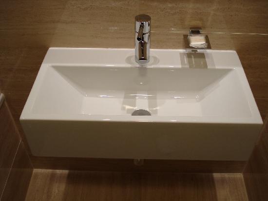 Grand Majestic Plaza Hotel: Sink