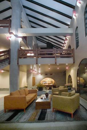 Dzoraget, Armenia: lobby