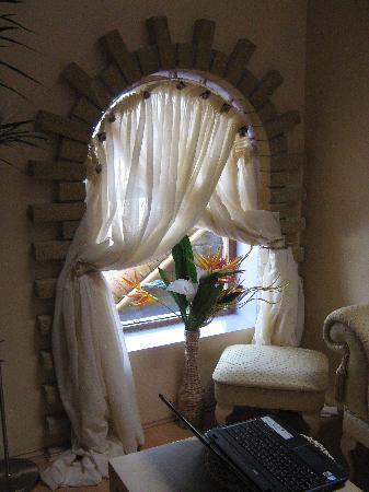 Model Farm Bed & Breakfast: window