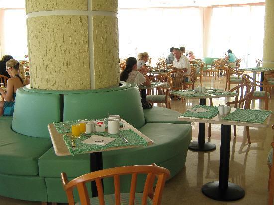 The Three Corners Sunny Beach Resort: resto principal