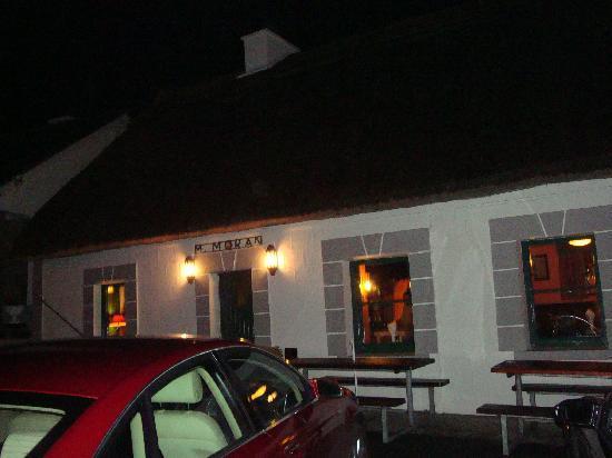 Morans Oyster Cottage: Front door-go in for good food