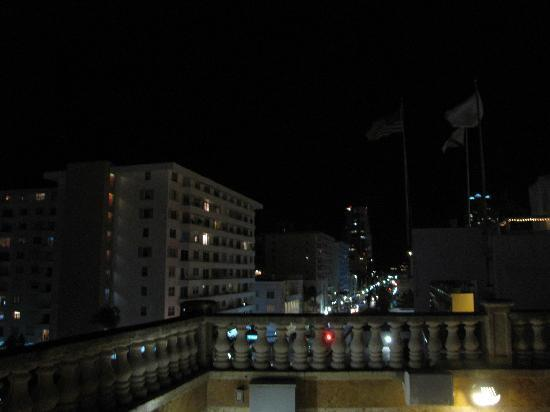 The Fritz Hotel: Rooftop view at top looking down Ocean Drive