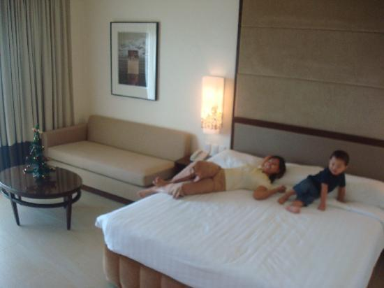 Taal Vista Hotel: Inside the East Wing Premier Room