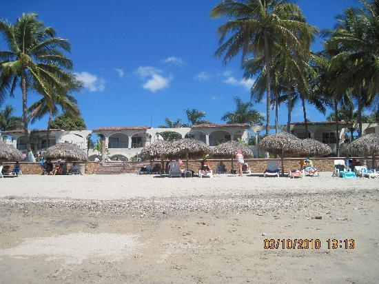 Los Picos Hotel & Suites: hotel from beach