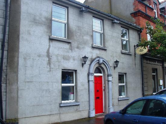 Redbank Guest House: The outside view