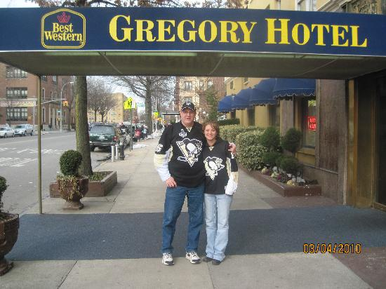 BEST WESTERN Gregory Hotel: My Daughter and I heading to MSG for the game.