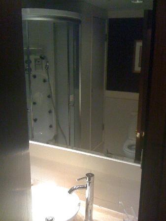 Best Western Plus Hotel Hong Kong: washroom