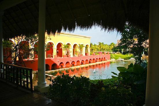 Valentin Imperial Riviera Maya: landscaping