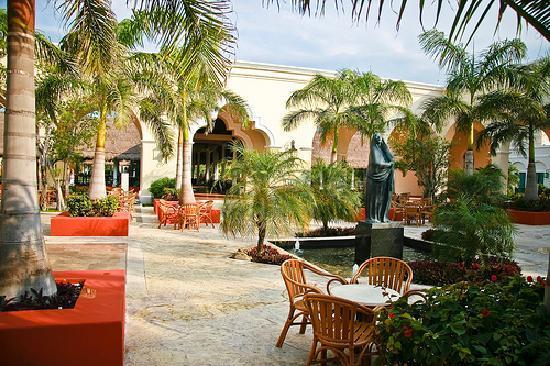 Valentin Imperial Riviera Maya: plaza
