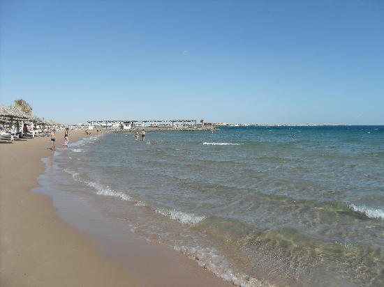 Aladdin Beach Resort: Lovely beach