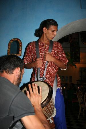 Riad Sidi Magdoul - Le coin des Artistes: Chafiq aux percussions