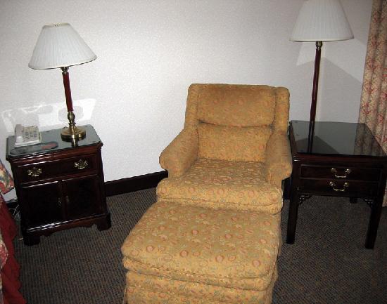 Bishop Creekside Inn: Comfy chair and ottoman.