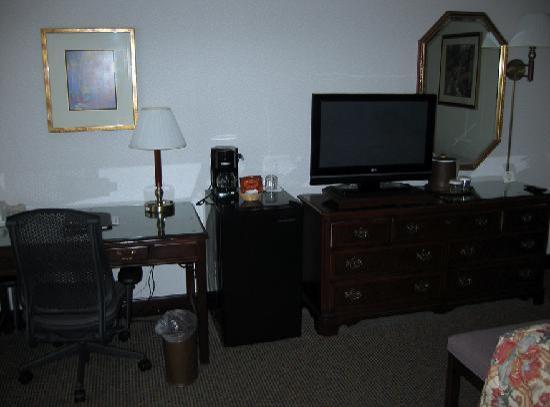 Bishop Creekside Inn: Large work space.