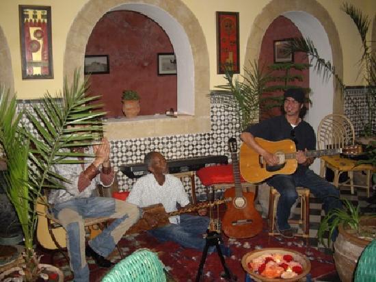 Riad Sidi Magdoul - Le coin des Artistes: maalem soudani