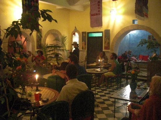 Riad Sidi Magdoul - Le coin des Artistes: salle de restaurant