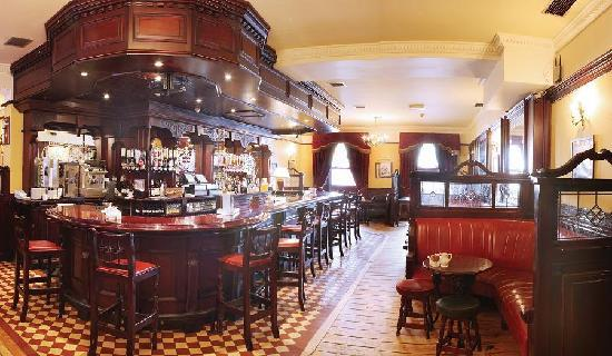 Cahir House Hotel: O'Briens Bar